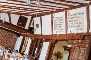 Detalles del comedor del Restaurante El Tio Juanon en Navalcarnero Madrid